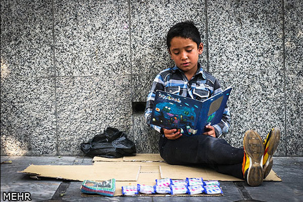بازماندههای از تحصیل در ایران به «کودک کار» تبدیل شدهاند